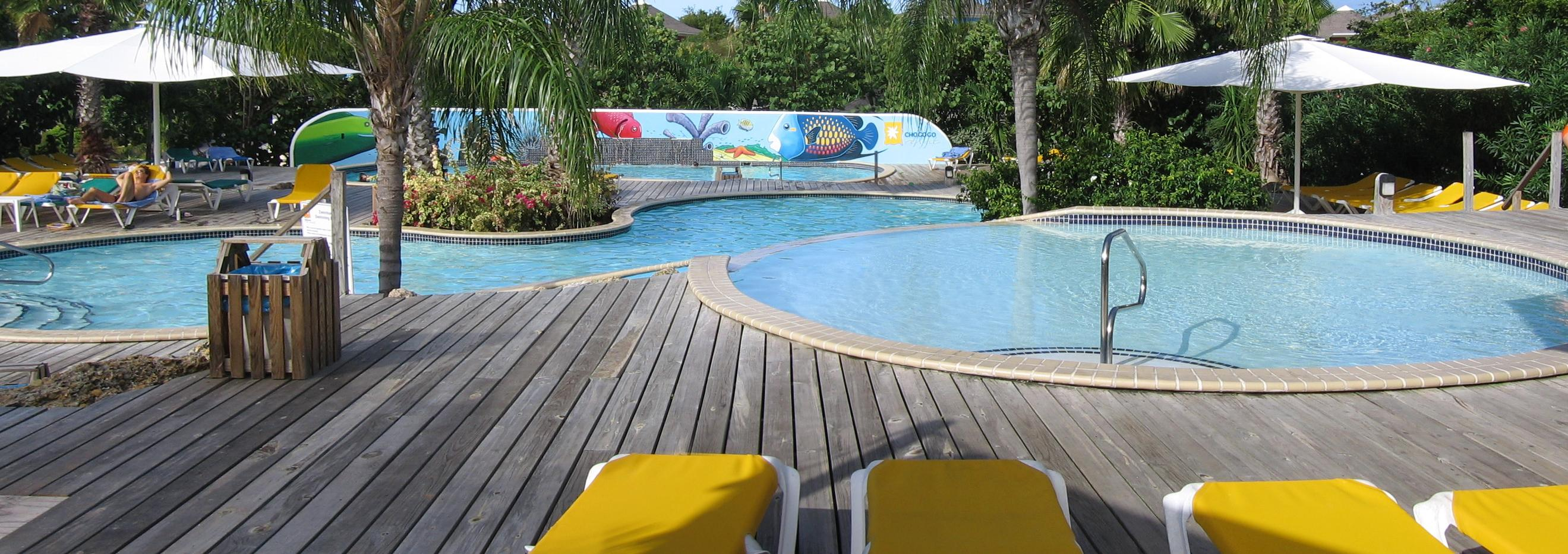 Deck em piscinas